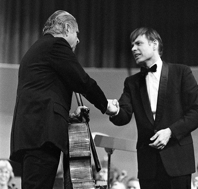 Leonard Rose is welcomed to the stage by Bakersfild Symphony conductor John Farrer.